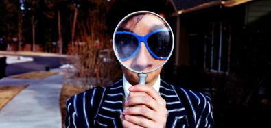 jobseeker-with-magnifying